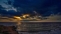 Quemando nubes (Fotgrafo-robby25) Tags: alicante amanecer costablanca marmediterráneo nubes rayosdesol rocas sonyilce7rm3