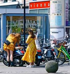 Wien, Wien, nur du allein (Roel Wijnants) Tags: scooter girls vienna wenen wien plaats straatfoto kleuren fashion guerrillastreetfashion modeopstraat roelwijnants roelwijnantsfotografie 2019 absoluteleythehague hofstijl wandelvondst wandelen fietsen denhaag thehague leesdegebruiksvoorwaarden cityilove cityfolk