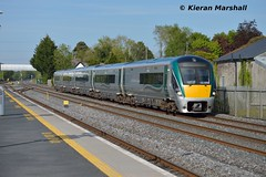 22033 passes Hazelhatch, 14/5/19 (hurricanemk1c) Tags: railways railway train trains irish rail irishrail iarnród éireann iarnródéireann 2019 22000 rotem icr rok 5pce premierclass 22033 1725heustonlimerick hazelhatchandcelbridge