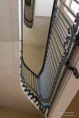 Treppenhaus (Frank Guschmann) Tags: treppe treppenhaus staircase stairwell escaliers stairs stufen steps architektur frankguschmann nikond500 d500 nikon charite virchowklinikum