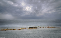 En attendant l'orage/While waiting for the storm (laurentcornu) Tags: barque boat mer ciel orage storm sky westafrica afrique seascape beach bénin laurentcornu