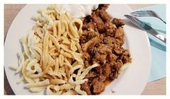 Schwäbische Variante mit Spätzle  und Bratensoße (eagle1effi) Tags: gyros mit spätzle und tsatsiki gyrosmitspätzleundtsatsiki food essen speisen mbc reutlingen