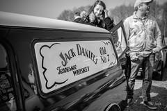 en passant par Linas-Montlhery (Jack_from_Paris) Tags: l2011967bw leica m type 240 10770 leicasummicronm35mmf2asph 11879 dng mode lightroom capture nx2 rangefinder télémétrique bw noiretblanc monochrom blackandwhite monochrome wide angle street montlhery autodrome de linasmontlhéry course race voiture car super lignes mini bourbon jack daniels reflet