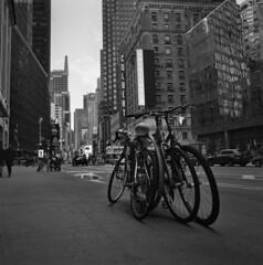 New York 2019 (Samuli Koukku) Tags: newyork usa city cityscape streetphotography street filmphotography film hasselblad distagon ilford delta400 bw blackwhite 6x6 mediumformat 500cm bicycle bigapple