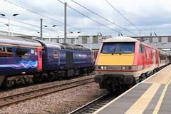 first great western hst flying by class 91118 (lesleydoubleday) Tags: peterborough hst firstgreatwestern class91