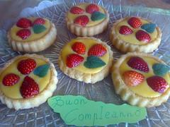 Tortine alla crema con fragole e melissa (angelacappella) Tags: tortine cakes fragole melissa