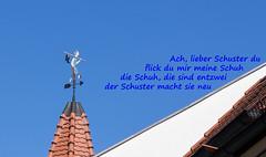 Frankenland - Herzogenaurach (Helmut44) Tags: deutschland germany bayern franken mittelfranken herzogenaurach wetterfahne schumacher dach himmel spruch altstadt