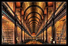 Dublin IR - The Long Room Of The Old Library At Trinity College 01 (Daniel Mennerich) Tags: dublin longroom library trinitycollege irland bibliothek bücherei biblioteca bibliothèque bökeree bibliotheek βιβλιοθηκη boekerij библиотека kütüphane canon dslr eos hdr hdri spiegelreflexkamera slr ireland eire éire irlande ирландия irlanda
