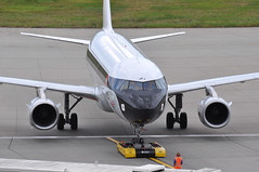 Push-back: 'SHT8W' (BA1444) LHR-EDI (A380spotter) Tags: departure pushback tow groundsupportequipmentgse tug tractor aircrafttractor towbarless electricaircrafttug automatedguidedvehicleagv mototokinternationalgmbh mototokeasymoving spacer8600ma pb0011 aircraftmovementscrewleader apron airbus a319 100 geupj airbusa319100poweredbyiaev2500engines beabritisheuropeanairways redsquare19591968 britishairways10019192019 centenary retrocolours livery scheme retrojet 2019 ba100 baretrojet internationalconsolidatedairlinesgroupsa iag britishairwaysshuttle sht britishairways baw ba sht8w ba1444 lhredi stand502 502 gatea2 link56 twyb taxiwayb t5a terminal5 terminalfive london heathrow egll lhr