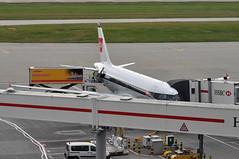 Turnaround: 'SHT8W' (BA1444) LHR-EDI (A380spotter) Tags: turnaround apron airbus a319 100 geupj airbusa319100poweredbyiaev2500engines beabritisheuropeanairways redsquare19591968 britishairways10019192019 centenary retrocolours livery scheme retrojet 2019 ba100 baretrojet internationalconsolidatedairlinesgroupsa iag britishairwaysshuttle sht britishairways baw ba sht8w ba1444 lhredi stand502 502 gatea2 link56 twyb taxiwayb t5a terminal5 terminalfive london heathrow egll lhr