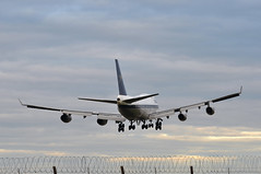 'BA6W' (BA0216) IAD-LHR (A380spotter) Tags: approach arrival landing finals shortfinals threshold perimeter fence boeing 747 400 gbygc boacbritishoverseasairwayscorporation goldenspeedbird19661974 britishairways10019192019 centenary retrocolours livery scheme retrojet ba100 baretrojet 2019 internationalconsolidatedairlinesgroupsa iag britishairways baw ba ba6w ba0216 iadlhr runway27r 27r london heathrow egll lhr