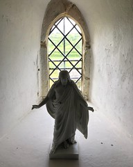 Jesus On The Windowsill (Marc Sayce New 1) Tags: jesus statue window windowsill st andrew's church 11th century norman south downs way national park chilcomb winchester hampshire spring may 2019