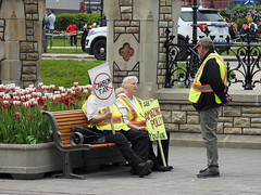 Folks protesting against the recently implemented federal carbon tax outside the gates of Parliament Hill in Ottawa, Ontario (Ullysses) Tags: carbontax amazingpolly protesters ottawa ontario canada spring printemps parliamenthillinottawa collineduparlementàottawa parliamenthill protest candid candidphotography streetphotography