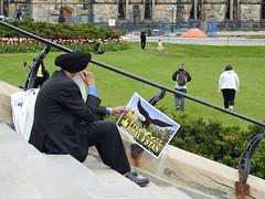 A Free Khalistan supporter on Parliament Hill in Ottawa, Ontario (Ullysses) Tags: freekhalistan supporter candidphotography candid parliamenthill parliamenthillinottawa collineduparlementàottawa ottawa ontario canada spring printemps