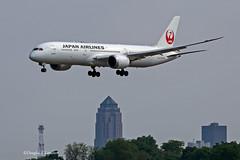 Des Moines, Iowa June 1, 2019 (Doug Lambert) Tags: boeing 7879 dreamliner aviation jet airplane airline flying airport midwest downtown desmoines iowa kdsm dsm charter japan airlines japanairlines ja870j