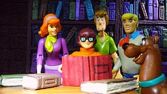 The Scooby gang (custombase) Tags: scoobydoo figures scooby scoobe shaggy rogers fred jones daphne blake velma dinkley diorama toyphotography