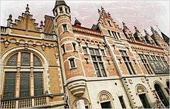 Grote Markt, Kortrijk (Courtrai) Flandre Occidentale, Belgium (claude lina) Tags: claudelina belgium belgique belgië kortrijk courtrai flandreoccidentale vlanderen ville town architecture immeuble building