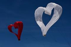 In love (Patrick Doreau) Tags: bretagne pléneufvalandré fête cerfvolant ciel rouge bleu blanc cœur
