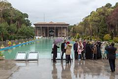 Photo de famille (hubertguyon) Tags: iran perse persia asie asia moyen proche orient middle east ispahan esfahan ville city palais palace quarante forty colonnes columns
