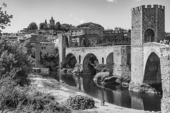Besalú (Andrea Rizzi Esk) Tags: besalú catalonia spain medioeval art walls fort bridge water river contrast bw black white people walking past