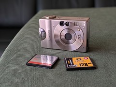 00100lPORTRAIT_00100_BURST20190527075013942_COVER (digitalbear) Tags: google pixel3a photos tokyo japan leica m10d lomo minitar1 32mm f28 casio exilim exm2 canon ixy digital 200