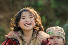 _J5K6743.0212.TL155.Bản Xèo.Pa Cheo.Bát Xát.Lào Cai (hoanglongphoto) Tags: asia asian vietnam northvietnam life people dailylife portrait children girl portraitofgirl smile smiley smiled cười nụcười mỉmcười canon canoneos1dsmarkiii canonef70200mmf28lisiiusmlens làocai người cuộcsống đờithường chândung trẻem congái cute thedao daogirl portraitofgirldao trẻemngườidao northernvietnam northeastvietnam bảnxèo bátxát happyplanet asiafavorites