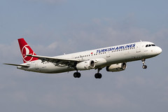 TC-JRT | Turkish Airlines | Airbus A321-211 | CN 4779 | Built 2011 | DUB/EIDW 10/04/2019 (Mick Planespotter) Tags: aircraft airport 2019 dublinairport collinstown nik sharpenerpro3 a321 flight tcjrt turkish airlines airbus a321211 4779 2011 dub eidw 10042019