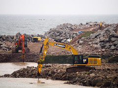 Hammers all round. (HivizPhotography) Tags: cat 352f hitachi 490lch flannery plant hire earthmoving excavator breaker breakwater south aberdeen harbour project expansion heavy construction infrastructure northsea scotland uk