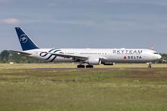 N844MH Delta Air Lines Boeing 767-432(ER) (buchroeder.paul) Tags: eddl dus dusseldorf international airport germany europe ground n844mh delta air lines boeing 767432er
