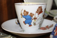 Anglų lietuvių žodynas. Žodis teacup reiškia n puodukas arbatai; a storm in a teacup audra vandens stiklinėje lietuviškai.