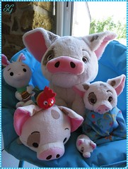 They suspected nothing !! (~la Voyageuse~) Tags: plushies toys pua pig rabbit wreckitralph moana tsumtsum heihei