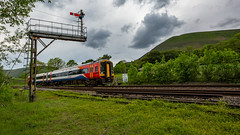 Edale - 01-06-2019 (kevaruka) Tags: edale derbyshire peak peakdistrict highpeak class150 dmu fartcar northern hopevalley countryside spring 2019 june 01062019 kevinfrost flickr frontpage yellow green red blue colour colours color colors scenic england canon britishrail networkrail canoneos5dmk3 canon5dmk3 canon70200f28ismk2 canonef1635f28mk2 telephoto telephototrains wideangle wide ultrawideangle uwa composition 5d3 5diii 5d 5dmk3