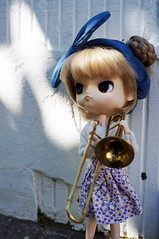 music in the air (BlytheGirl123) Tags: music dal pullip doll spielzeug puppe musik musikinstrument money geld