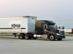 pomp you up (The WI Diesel Ranch) Tags: freightliner greatdane dryvan