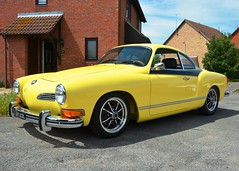 1973 Volkswagen Karmann Ghia (Stuart Axe) Tags: ent203l 22 coupé vw volkswagen germany karmann ghia karmannghia car classic classiccar germancar import yellow luigisegre turin osnabrück carrozzeriaghia england uk unitedkingdom gb greatbritain volkswagenkarmannghia vwkarmannghia lhd lefthanddrive