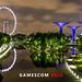 Gamescom asia in in Singapur (Singapore) Nachtaufnahme: Singapur Flyer (Riesenrad) und Supertree Grove