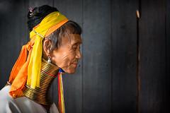 Birmanie: femme-girafe (Claude Gourlay) Tags: birmanie myanmar burma claudegourlay portrait retrato loikaw karen femmegirafe longneck