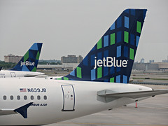 B6 A320-232 N639JB (kenjet) Tags: registration jetblue b6 airbus a320 a320232 n639jb 639 highrise logo tail jfk ny nyc jfkairport kennedyairport newyorkcity newyork plane jet flugzeug airline airliner avaition blue alittlebluewilldo