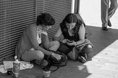 _5300046.jpg (Carlos Gutiérrez ) Tags: street calle valladolid plaza zorrilla gente people sentada suelo