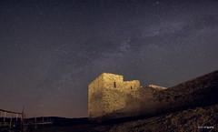 Vía láctea en el castillo de El Real de la Jara (exterior) (Justicia Poética) Tags: víaláctea astrophotography astrofotografía centrogaláctico panorámica milkyway