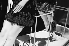 IMGP7158 (maurizio siani) Tags: napoli naples italia italy pentax k70 maggio 50mm foto fotografia bianco nero monocromatico modelle manichini mani manichino vetrina negozio gambe gamba coscia simmetria corpo piedi piedini borsa scarpe shopping shop