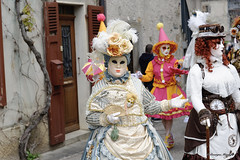 Parade vénitienne Yvoire 2019 (joménager) Tags: nikonpassion nikond3 nikonafs24120f4 carnaval masque costume yvoire hautesavoie flash vénitien