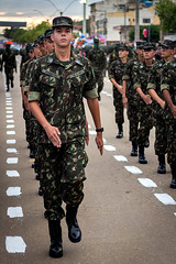 TG 01-008 (Fotógrafo Lucas de Sá) Tags: eb exércitobrasileiro exercitobrasileiro exercito exército brasil brazil ministeriodadefesa tg tirodeguerra camuflado forçasarmadas forcasarmadas braçofortemãoamiga bracofortemaoamiga braçoforte mãoamiga bracoforte maoamiga itaperuna desfile militar militarismo tg01008 canon 50mm18 50mm marinha fab mb