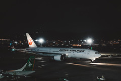 _MG_7192 (waychen_c) Tags: taiwan tw taipei taipeicity songshandistrict songshan songshanairport tsa rcss boeing 777 777200er japanairlines jal ja701j jl99 aircarft airplane aviation airport night nightscape cityscape urban taxiway 台灣 台北 台北市 松山區 松山 松山機場 日本航空 日航