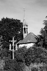 Quelque part, en Pays Gallo, Bretagne (.urbanman.) Tags: pocélesbois chapelle calvaire granit noiretblanc blackandwhite bretagne breizh saintsangesgardiens