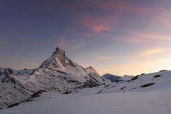 Dusk - Matterhorn (Captures.ch) Tags: wolken clouds clear klar sonnenuntergang sunset evening dusk abenddämmerung abend frühling spring zermatt valais matterhorn wallis swiss switzerland valley tal sky mountains landschaft landscape hügel himmel hill gletscher glacier alpen alps capture aufnahme