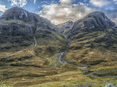 The three Sisters en Glencoe, Highlands (Escocia) (Capuchinox) Tags: escocia scotland glencoe montañas mountains nubes clouds highlands cielo sky