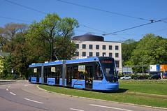 Vorbei am Stachus fährt der Dreiteiler 2753 nun über den Karolinenplatz zum Scheidplatz (Frederik Buchleitner) Tags: 2753 avenio karolinenplatz munich münchen probefahrt siemens strasenbahn streetcar twagen t3 tram trambahn