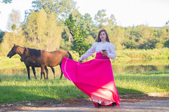 (Michele Metelski) Tags: ensaiotemático prenda vestido rosa cavalos parque rio cuia ervamate menina ensaiofeminino tradição gaúcha culture photo foto fotografia canon people pessoas michelemetelskifotografia