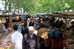 PARIS - MARKET DAY (Maikel L.) Tags: europa europe france francia frankreich paris belleville marchédebelleville marché markt market people shopping einkaufen food foodstall marketstalls trees bäume